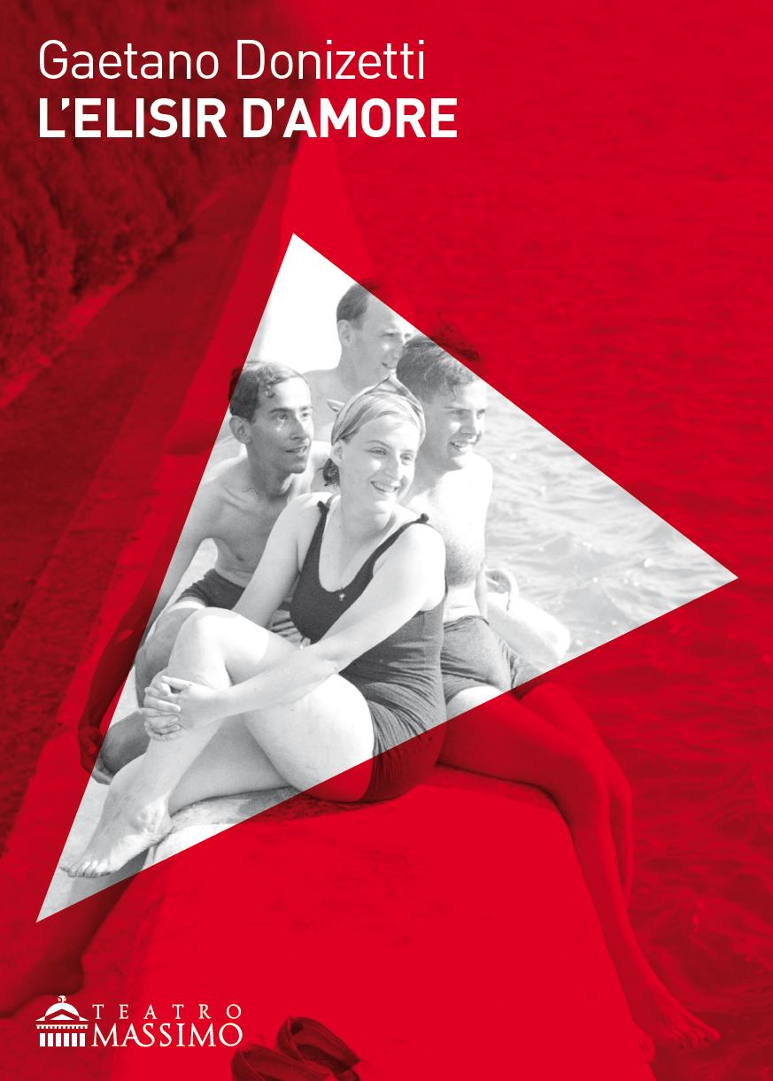 L'elisir d'amore, triangoli disegnati sulla sabbia